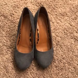 gray banana republic wedges